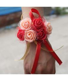Květina na zápěstí pro družičku