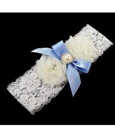 Svatební podvazek s modrou mašlí