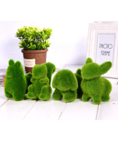 Dekorační zvířata z umělé trávy