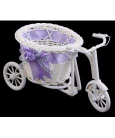 Dekorační ratanová tříkolka v bílé barvě