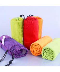 Sportovní taška s ručníkem