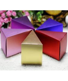 Sada svatebních krabiček na porci dortu