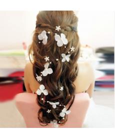 Květinová dekorace do svatebního účesu
