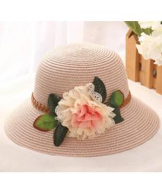 Dámský klobouk s květinovou dekorací