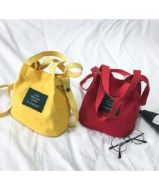 Malá dámská kabelka ve tvaru pytlíčku