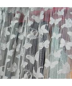 Ozdobná barevná záclona zdobená motýli
