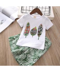 Dvoudílný dívčí set volných kraťasů a trička s pírky