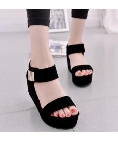 Dámské lesklé sandály na vysoké platformě