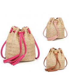 Imitace slámové kabelky se střapcem