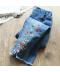 Dětské džínové kalhoty zdobené drobnými kytičkami