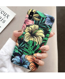 Černý kryt s barevnými květy na Iphone 11