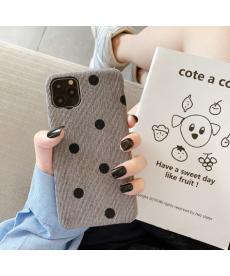 Textilní kryt s puntíky na Iphone 11
