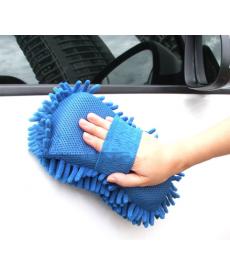 Mycí rukavice z jemných mikrovláken na automobil