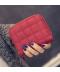 Malá peněženka s vyšitými čtverci