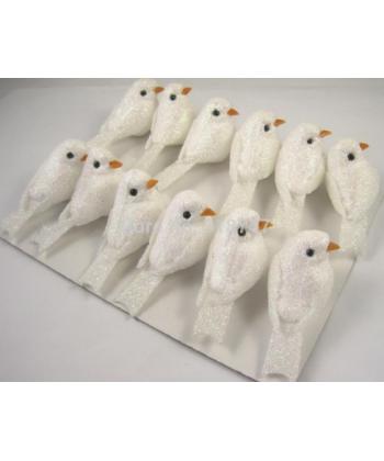 Bílí dekorační ptáčci