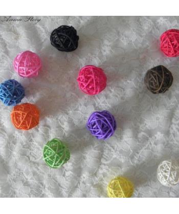 Barevné dekorativní koule