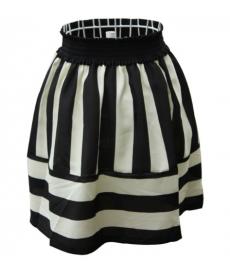 Pruhovaná černobílá sukně