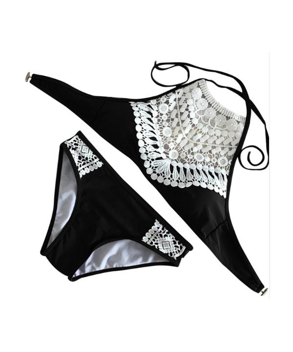 371f33659 Dámské dvoudílné plavky v extravagantním střihu zdobené krajkou