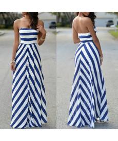 Krásné dlouhé pruhované šaty